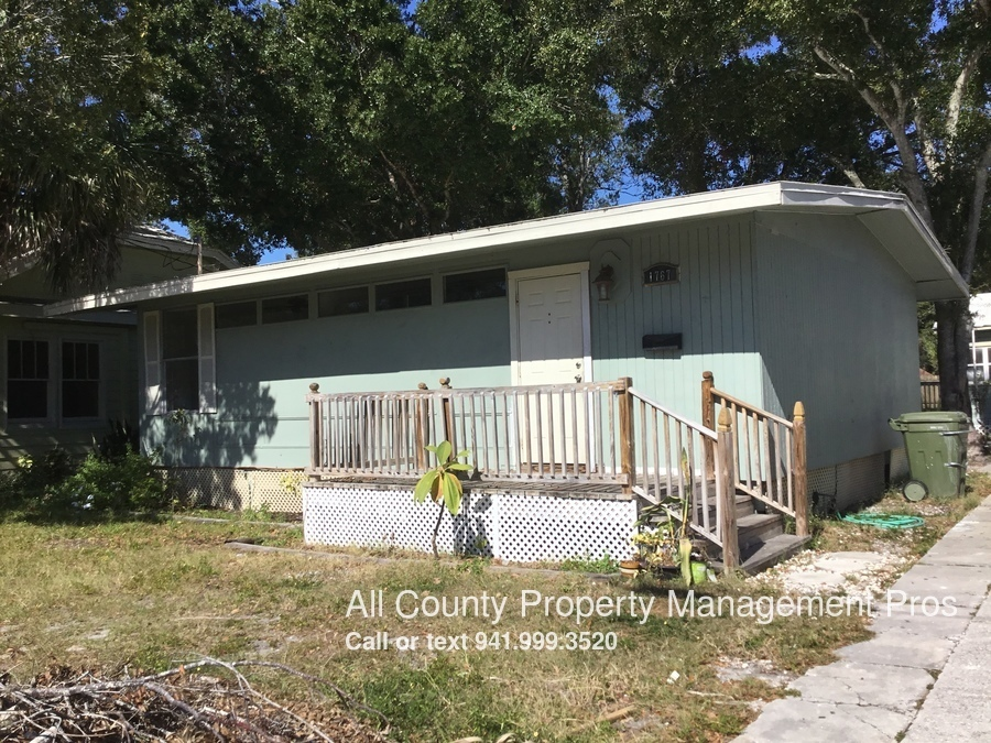 Pet friendly! Updated with new paint! In downtown SRQ!