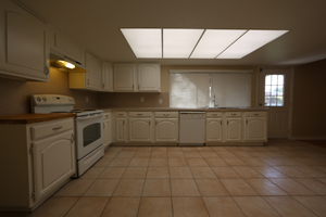 Large_and_spacious_kitchen_2