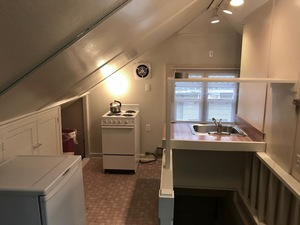 Large studio duplex at E. 16th & Hilyard with 2 parking spots - available now! - Eugene apartments for rent - backpage.com