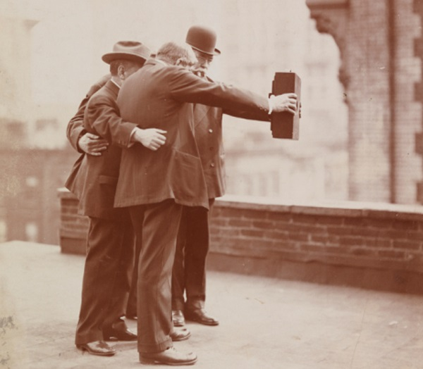 A 1920s photograph taken on a New York City rooftop shows the difficulty of proper selfies