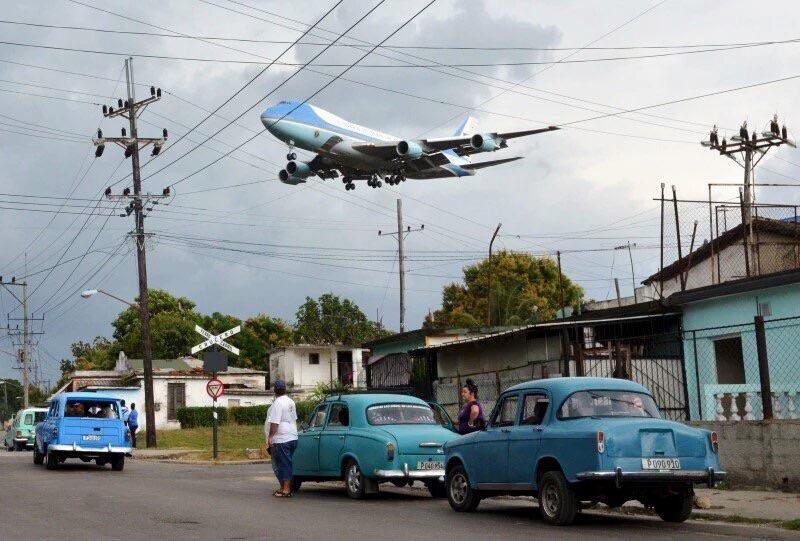 Air Force One approaches Havana, Cuba