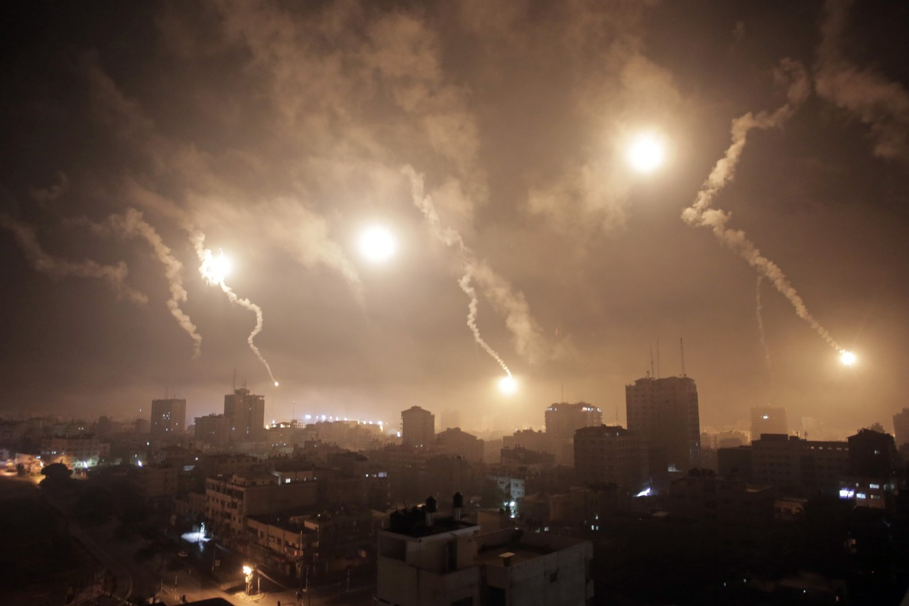 Israeli forces' flares light up the night sky of Gaza City on early July 29, 2014 (Khalil HamraAP)