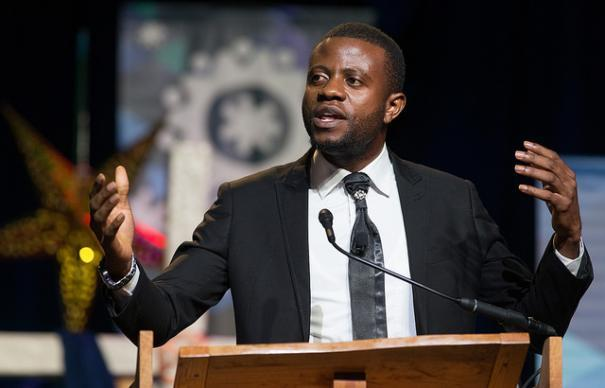 Peter Cibuabua wa Mukutano ya Congo Centrale arisayidiya kuleta hotuba ya bijana wakati ya Conference Generale ya Kanisa ya Methodiste mu Portland, OR.