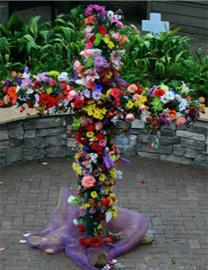 A cross of flowers signifies the Resurrected Christ at Kingwood United Methodist Church. Photo courtesy of Kingwood UMC.