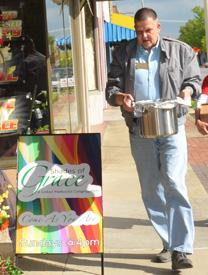 Rev. Will Shewey carries in the donated meal that will be served before worship at Shades of Grace in downtown Kingsport, Tennessee. Photo by Annette Spence, courtesy of the Holston Conference.