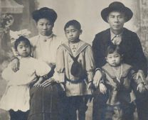 Chin Quan Chan Family, c. 1911. Courtesy of the U.S. National Archives.