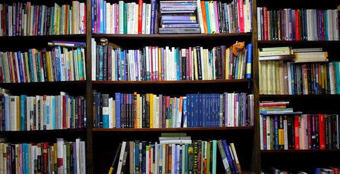 Image of bookshelf. Courtesy of United Methodist Communications.