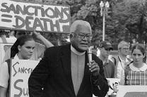 The Rev. James Lawson speaks at a rally supporting workers. Image from