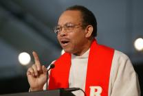 United Methodist Bishop Jonathan D. Keaton, Ohio East, gives the sermon during May 1 morning worship at the denomination's 2004 General Conference in Pittsburgh. A UMNS photo by Mike DuBose.