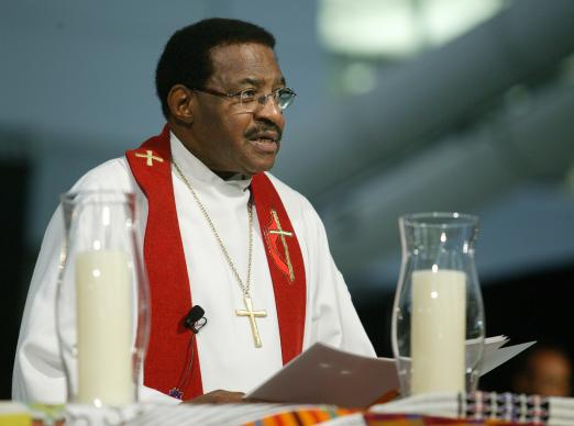 United Methodist Bishop Woodie W. White leads a prayer during a service of appreciation for African Americans who stayed in the church despite institutional racism at the United Methodist Church's 2004 General Conference in Pittsburgh. A UMNS photo by Mike DuBose.