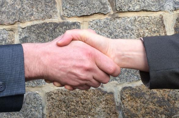 Welcoming handshake. Photo by UliSchu, Pixabay.com.