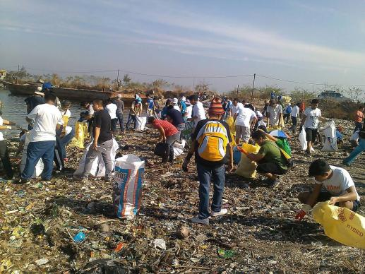 Volunteers cleaning up a coastal area that is a critical habit. Photo courtesy of Glacy Macabale.