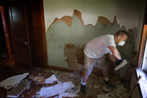 Volunteer Leland Burch removes saturated drywall and plaster at a flood-ravaged home in Baton Rouge, La. Burch, from Reinbeck, Iowa, was part of a team working through First United Methodist Church in Baton Rouge. Photo by Mike DuBose, UMNS