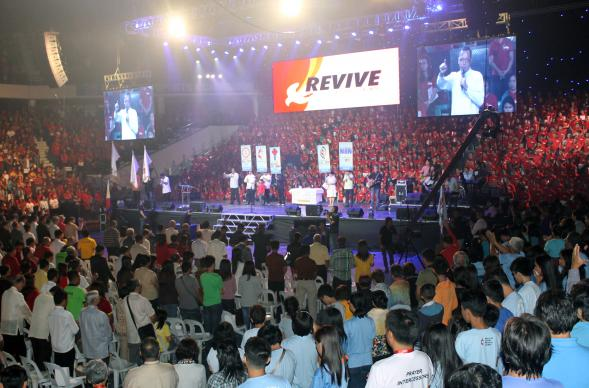A 1,200-voice choir was a highlight of Revive 2 at the Ultra-Philippines Sports Complex in Pasig City on Nov. 26, an event which drew 10,000 United Methodists.