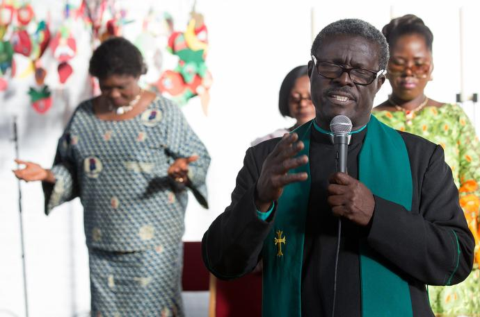 The Rev. Aaron Gaisie-Amoah leads a prayer at Wesley United Methodist Church, a Ghanaian congregation in Hamburg, Germany. Photo by Mike DuBose, UMNS.