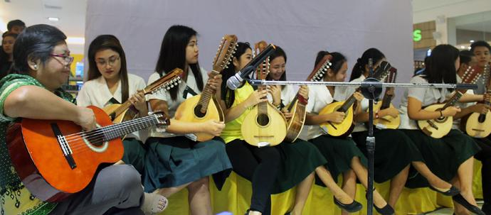 Students from a music class under the direction of diaconal minister Clarafe Gonzales at Wesleyan University play a Christmas piece during a concert on Dec. 7 in Waltermart, Cabanatuan City. The concert was to raise awareness about Filipino civilians enduring a five-month siege of Marawi City by pro-Islamic State forces. Photo by Gladys Mangiduyos, UMNS.