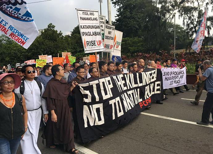 Representatives of The United Methodist Church, Philippine Independent Church, United Church of Christ in the Philippines, other protestant churches and the Roman Catholic church protested on Sept. 21 in Manila. Photo courtesy of Rise Up for Life and For Rights.