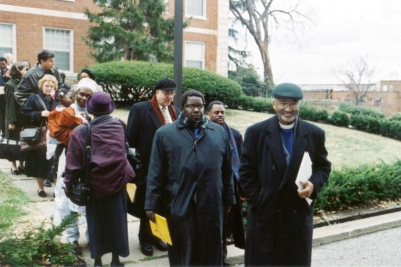 United Methodist Bishop Felton May (right) walks with Bishop Christopher Jokomo of Zimbabwe (center) following a meeting of global religious leaders to discuss AIDS policy in Washington in 2000. May died Feb. 27 at his home in Ellicott City, Maryland. File photo by Dean Snyder.