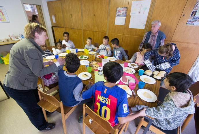 Immigrant children pray before a meal during an educational enrichment program at the United Methodist Peace Church in Hamburg, Germany. Photo by Mike DuBose, UMNS.