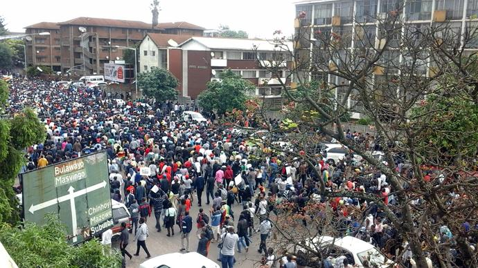 Tens of thousands of Zimbabweans gathered in Harare calling for President Mugabe to give up power after he was placed under house arrest.