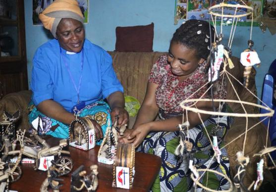 The Rev. Marie Dundja (left) trained Esperance Linda (right) to make arts and crafts so that she could earn income to support her family. Now Linda will be training other girls and mothers in the Democratic Republic of Congo. Photo by Philippe Kituka Lolonga, UMNS.