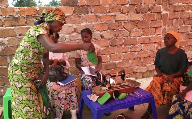 Manda Priscila Tubagaliye leads skills training on sewing and knitting for pygmy and Bantu women in the Democratic Republic of Congo. Photo by Betty Kazadi Musau, UMNS.
