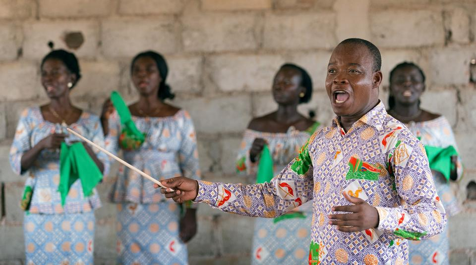 Edmond Assamoi directs the choir at a recently opened United Methodist church outside Agboville, Côte d'Ivoire. The church is so new that it has not yet been named. Photo by Mike DuBose, UMNS.