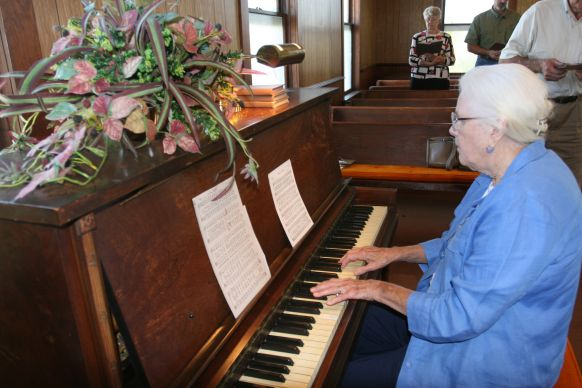 Patsy Melton, a member of Hunter's Chapel, accompanies congregational singing during worship at Tulip United Methodist Church. Photo by Heather Hahn, UMNS.