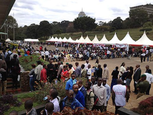Following the Westgate Mall massacre, people line up in Uhuru Park to donate blood.