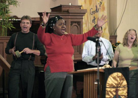 Many vital congregations offer both traditional and contemporary worship services. File photo by Ronny Perry, UMNS.