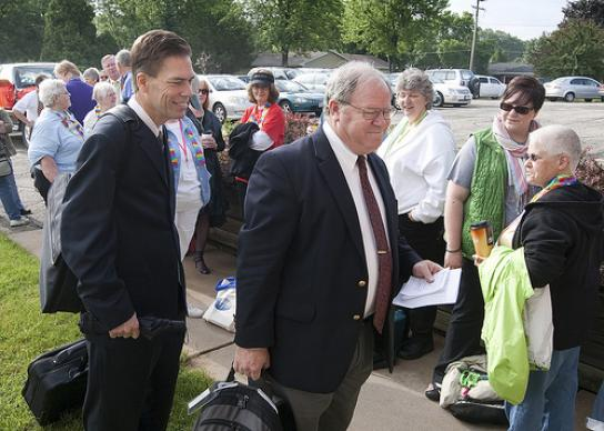 The Revs. Thomas Lambrecht (left) and Keith Boyette arrive at Peace United Methodist Church in Kaukauna, Wis., for the second day of a church trial for the Rev. Amy DeLong. Lambrecht, pastor of Faith Community Church in Greenville, Wis., is serving as counsel for the church. Boyette is assistant counsel for the church. A UMNS photo by Mike DuBose.
