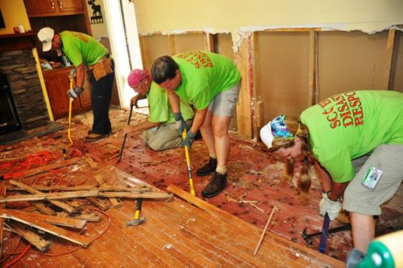 An Early Response Team mucks out a home. Photo by Billy Robinson.