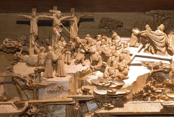 """Seventy-five Bible stories are depicted in this wood carving by artist Zhang Wanlong.It took 10 years to complete the carving that is part of the """"A Lamp to My Feet, A Light to My Path"""" exhibition from China. A UMNS photo by John Goodwin."""