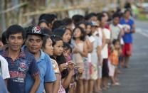 Community members line up for a food distribution site for the United Methodist Committee on Relief following Typhoon Haiyan in Dagami, Philippines. A UMNS photo by Mike DuBose.