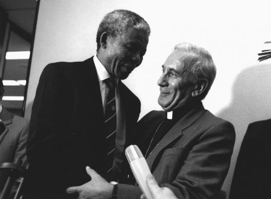 Nelson Mandela talks with Emilio Castro, general secretary of the World Council of Churches and a Methodist pastor and theologian from Uruguay. The visit, the first WCC delegation visit to South Africa in 30 years, was in 1991 in Johannesburg. Photo by Peter Williams/WCC.