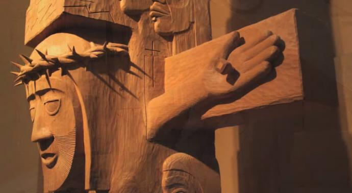 United Methodist pastor David Fison carved a totem pole to tell the story of Christ's passion, death and Resurrection.  Image courtesy of United Methodist Communications.