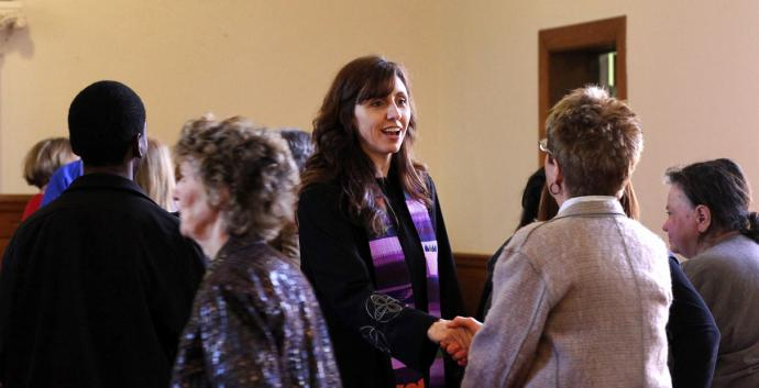 Every member can help when their church receives a new pastor. File photo by Kathleen Barry, United Methodist Communications.