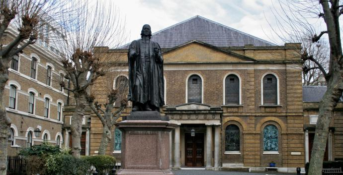 A statue of John Wesley stands outside of Wesley's Chapel in London, one of the many sites visited by the Wesley Pilgrimage in England. Photo by Mike Peel, CC BY-SA 4.0, courtesy Wikimedia Commons.
