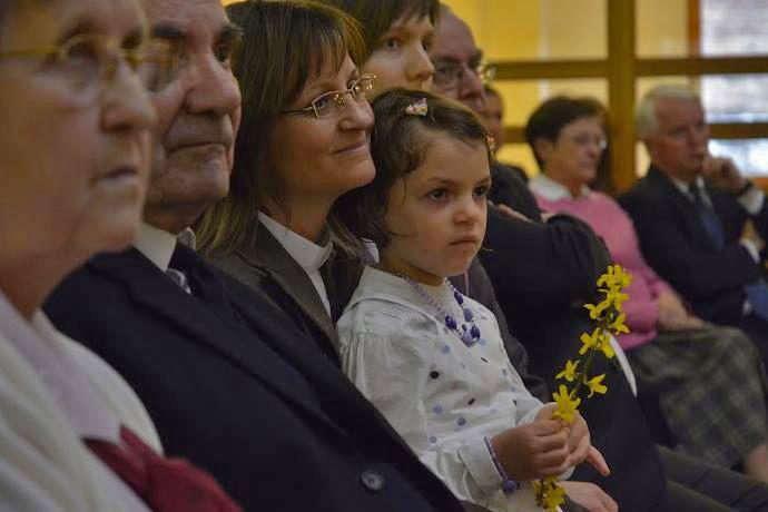 가족이 함께 오순절을 축하하고 기념하는 것은 어른과 아이 모두에게 훌륭한 경험이 될 수 있다. 사진 제공: 연합감리교회 공보부.