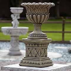 Small Weave Pot on Plinth