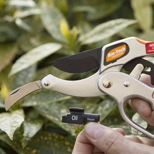 4-in-1 DeLuxe Ratchet Pruner