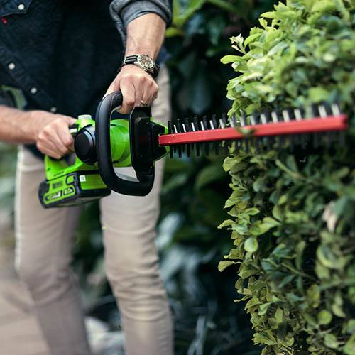 Greenworks 40v Hedge Trimmer with 2Ah Battery and Charger