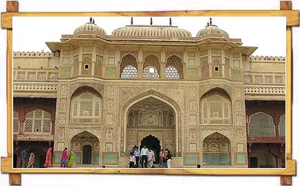 http://store.zcubes.com/00CB4F1FF338456686A10AEE6024B538/Uploaded/amer-fort-jaipur.jpg
