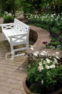 http://store.zcubes.com/00CB4F1FF338456686A10AEE6024B538/Uploaded/ist2_3716306_garden_bench.jpg