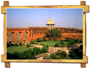 http://store.zcubes.com/00CB4F1FF338456686A10AEE6024B538/Uploaded/jaigarh-fort-jaipur.jpg