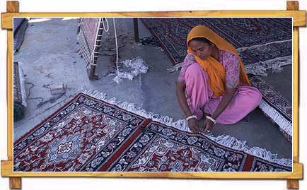 http://store.zcubes.com/00CB4F1FF338456686A10AEE6024B538/Uploaded/rajasthan-art.jpg