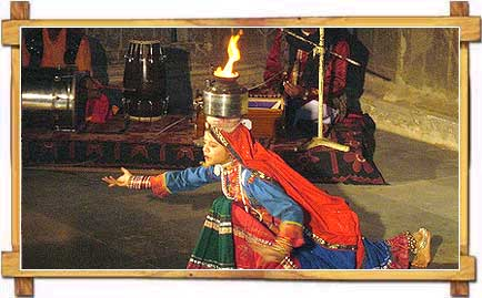 http://store.zcubes.com/00CB4F1FF338456686A10AEE6024B538/Uploaded/rajasthan-dance.jpg