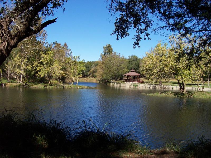 http://store.zcubes.com/5EB927C227F1498693E6F27772A4A603/Uploaded/rebecca_creek_lake_1.jpg