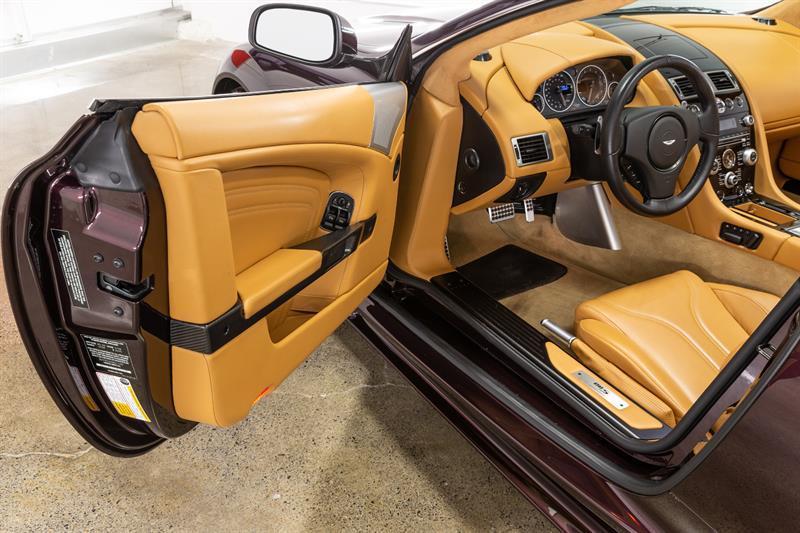 Aston Martin DBS Volante 7