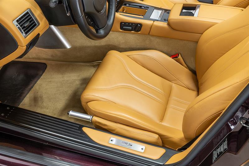 Aston Martin DBS Volante 8